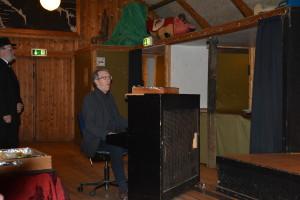 Torsten er klar ved pianoet