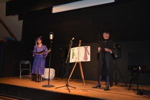 Jette og Lis fortæller/synger om slipsets betydning for mænd og kvinder.